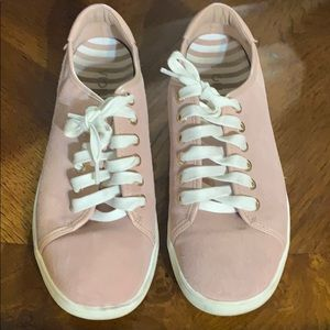 Vionic sneakers hardly worn